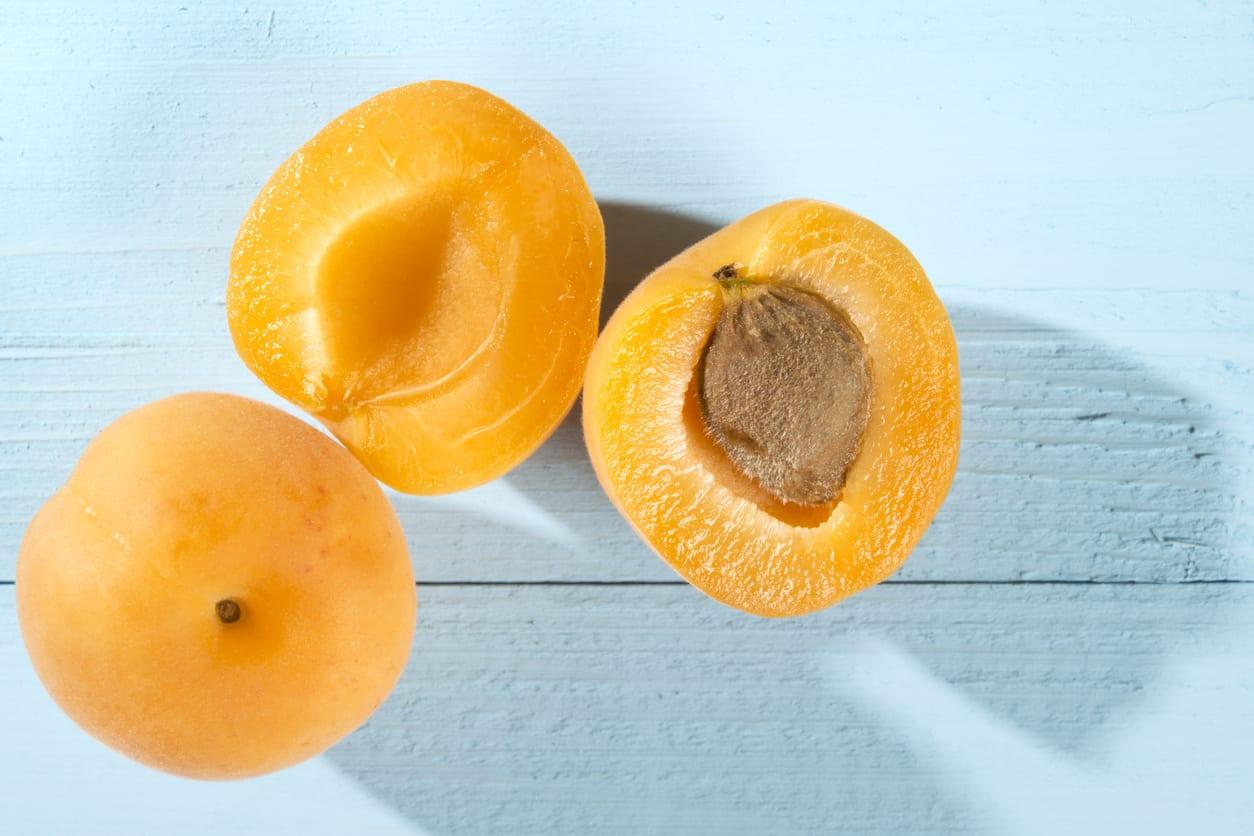 Frutas frescas y enteras
