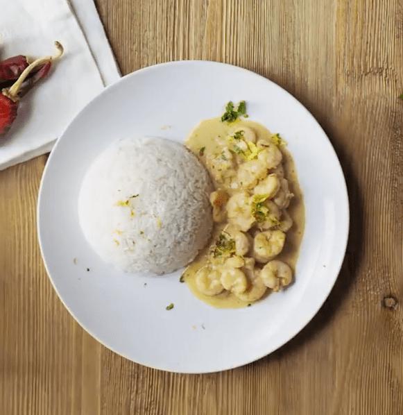 receta langostinos al curry con nata